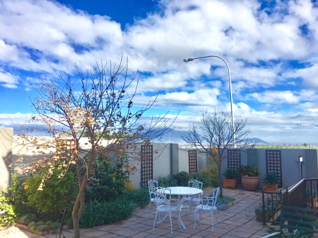 table mountain views holiday accommodation in cape town
