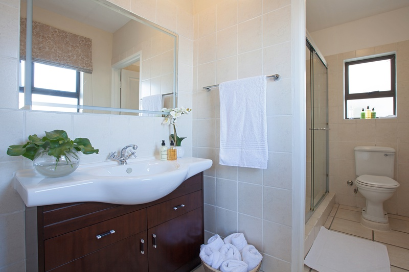 bathroom of holiday accommodation in cape town paperbark manor